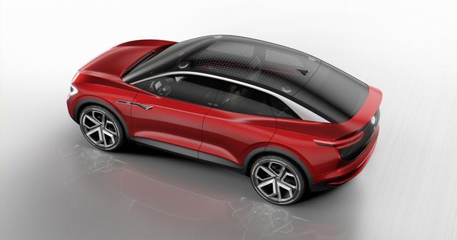 画像: 駆動方式はフロントアクスルとリアアクスルにそれぞれモーターを1基ずつ備えた4WD方式。