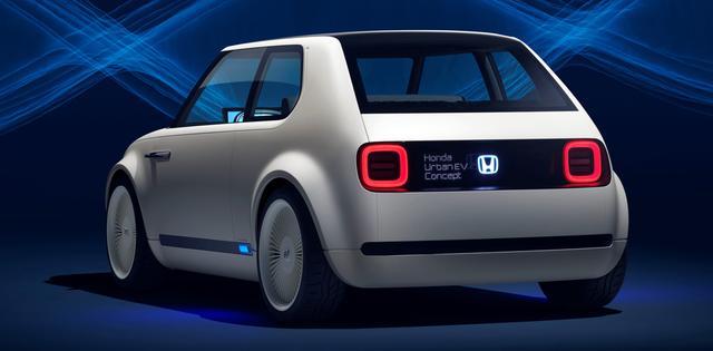 画像: リアの発光するエンブレムは新世代のホンダEVのアイコンになるという。欧州だけでなく、日本でも発売してほしい。
