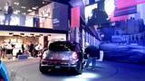 画像: MINI JCW GP コンセプト フランクフルト国際モーターショー 脇にいる太めのお兄さまは、物凄く熱心かつ精密に、パーツを撮りまくっていた。スマホで。 youtu.be