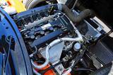画像: 前ヒンジのフロントカウルをガバリと開けると、178ps/190Nmを発生するフォード製の2L直4DOHCが現れる。