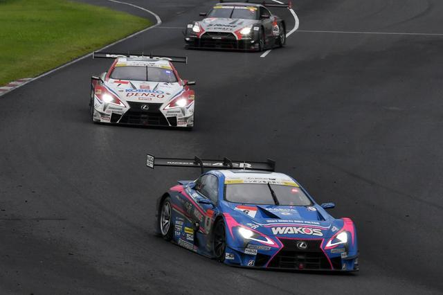 画像: 先頭の(ようにに見える)6号車レクサスはこの時点で3位、後ろの2台が1位,2位だ
