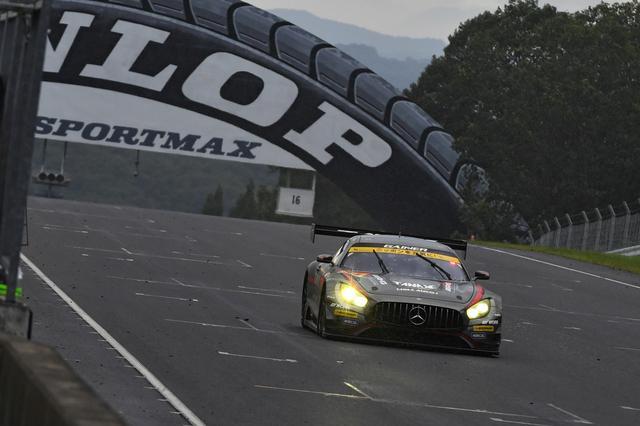 画像: GT300は77周で終了、思いもよらぬトップチェッカー