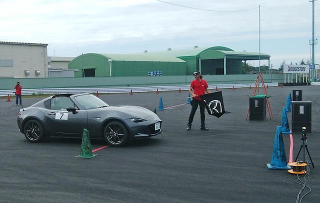 画像: 今回の競技は全員ロードスターRFを使用。6速ATと6速MTを選択することができた。