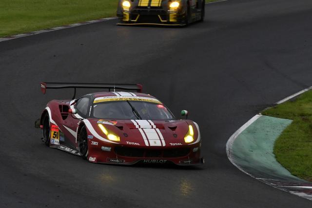 画像: 11号車AMGより前を走っていた50号車フェラーリ、トップに立つか?