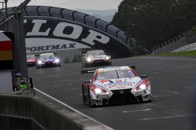 画像: 1号車レクサス、46号車GT-Rの順でチェッカー、3位だけど6号車以下は周回遅れ