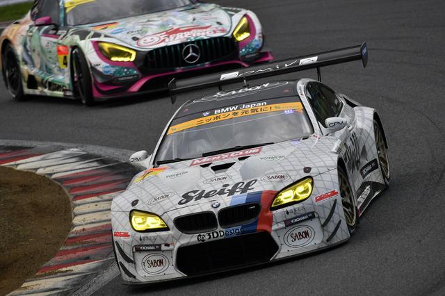 画像: トップの55号車ARTA BMWは遥か前方へ、2位争いが7号車M6と4号車AMGで過熱