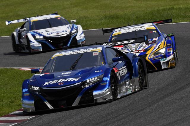 画像: 24号車GT-Rのペースが落ち、17号車NSXがトップに立つ