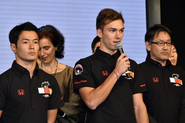 画像: 2月のホンダ体制発表会での1コマ、左はチームメイトの山本尚貴