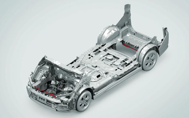 """画像: ハイブリッドのボディには補強が加えられている。さらに、スパーダの最上級グレード """" G・EX Honda SENSING"""" には前後パフォーマンスダンパー(赤い部分)を標準装備。"""