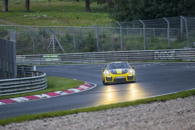 画像: ニュルの最速記録を更新したポルシェ911 GT2 RS。