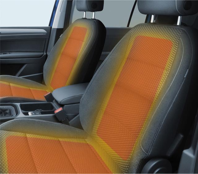 画像: 座面だけでなく背もたれも暖まるシートヒーターを装備。