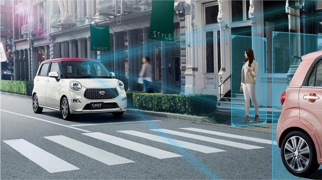 画像: 歩行者を検知し、危険がある場合は自動的にブレーキをかける「スマートアシストⅢ」搭載グレードを拡充された。