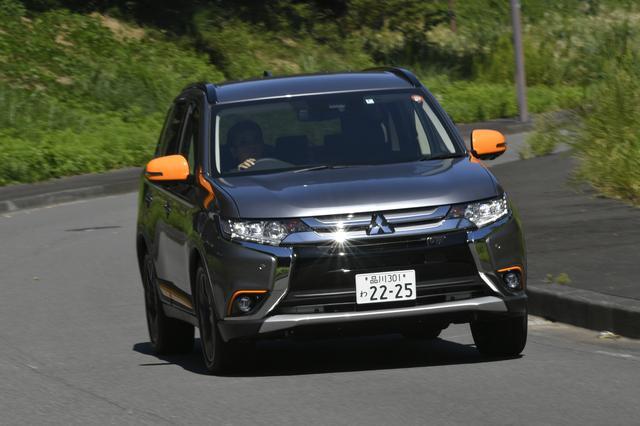 画像: 試乗車はアウトランダー アクティブギア 24G ナビパッケージ(4WD)。車両本体価格318万9240円。「ネコ耳」みたいでカワイイ。。