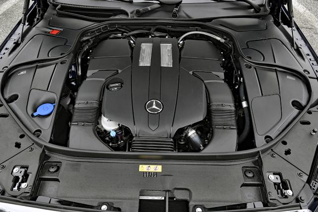 画像: S400のエンジンは、3LのV6DOHCツインターボ。カバーに覆われてエンジン本体はほとんど見えない。