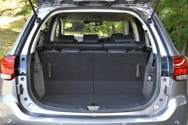 画像: サードシートまで使用した場合の荷室。