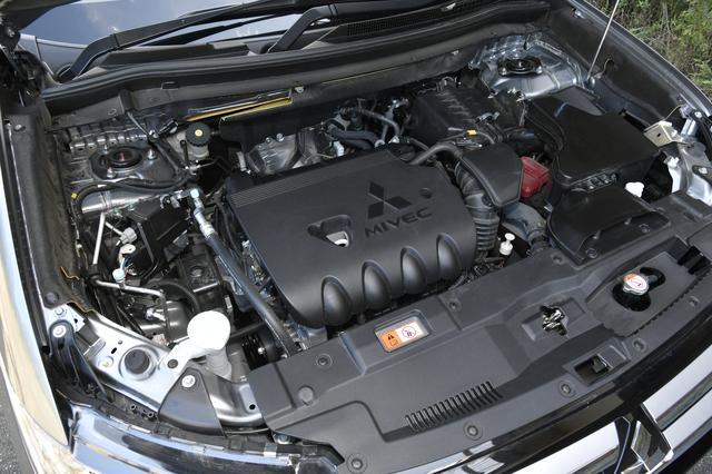 画像: 試乗車は4WDモデル。4J12型MIVECエンジンは2359cc直4SOHCで169ps/220Nmを発生。2WDモデルは4J11型エンジンで1998cc直4SOHC。150ps/190Nmとなる。
