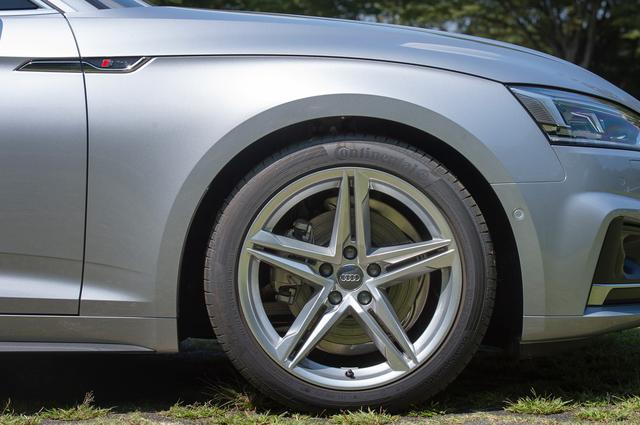 画像: Sラインパッケージによってホイールは18インチとなる。タイヤサイズは245/40R18。