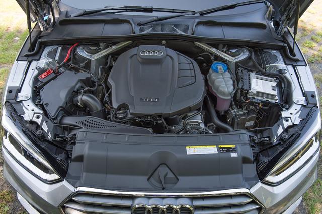 画像: A5スポーツバック 2.0TFSI スポーツのエンジンは2L直4DOHCターボで、最高出力は190ps/4200-6000rpmで最大トルクは320Nm/1450-4200rpmを発生する。