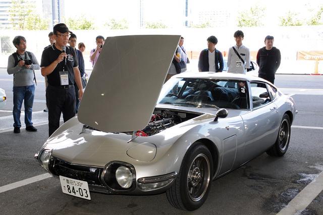 画像: 参加車両をオーナーそれぞれに語ってもらう「愛車自慢」のコーナーも。聞けば由緒来歴のある車両が次から次へと登場し、ただただ驚くばかり。