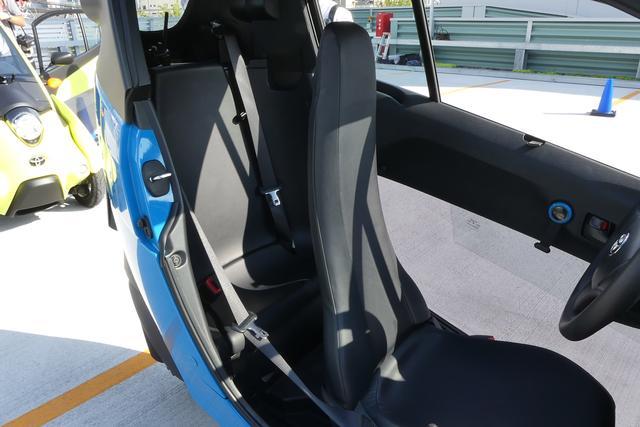 画像: ちょっと見えづらいが、i-ロードのリアシート。大人が座るには厳しいかも。