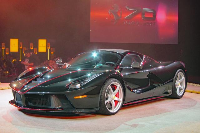 画像: ラ・フェラーリ アペルタ。6.3LのV12と電気モーターを組み合わせ、総合出力は963ps!を誇る。