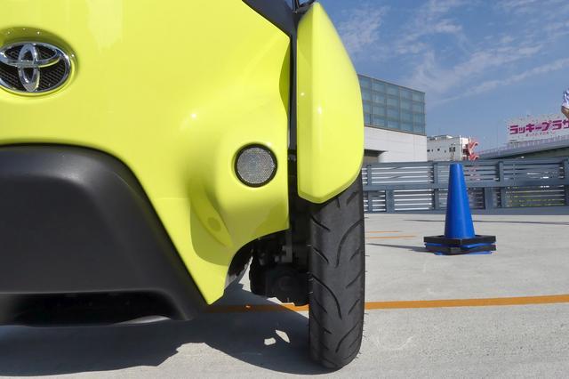 画像: トヨタ i-ROADのタイヤはバイク用に似ているが、実は特注品。