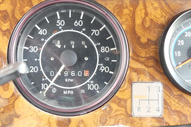 画像: スピードメーターはマイル表示。登録から30年経つが、このモデルの走行距離はまだ5000km弱。
