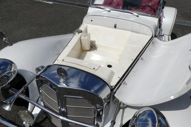 画像: フロント部分はじつはFRP製のトランクスペース。エンジンはリアに搭載される。