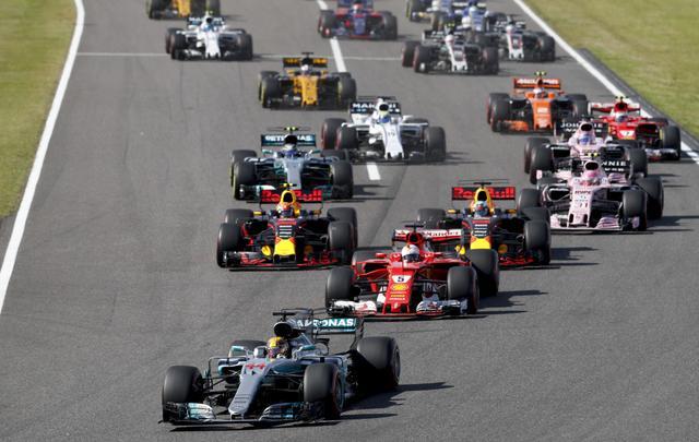 画像: 日本GPの決勝スタートシーン。トップを走るハミルトンが圧勝した。