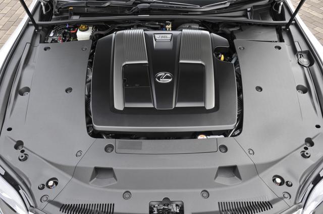 画像: LS500は新開発の3.5L V6ツインターボを搭載。ミッションは10速AT。