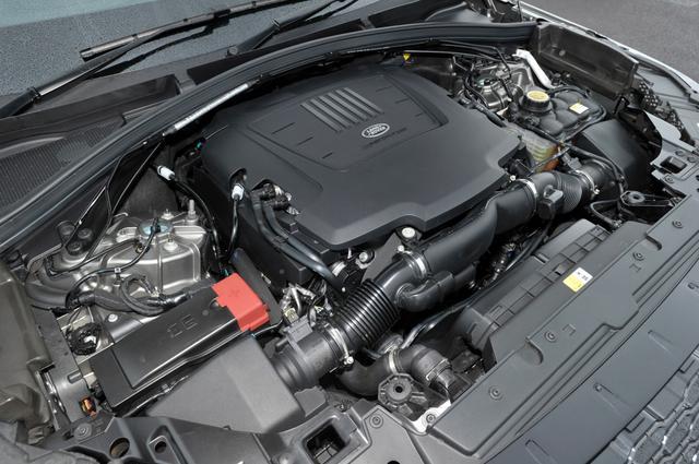 画像: 今回試乗したヴェラールのエンジンは380psを発生する3L V6 スーパーチャージャー。他にも2Lターボのガソリンとディーゼルがある。