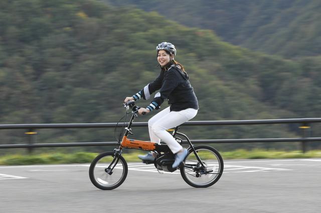 画像: Panasonicの電動アシスト自転車「オフタイム」(13万7160円:税込み)。バッテリー容量は8Ah、約3.5時間で満充電になります。