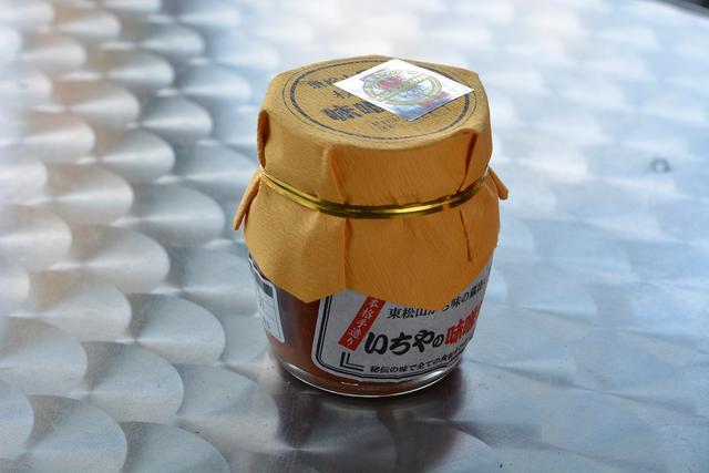 画像: おいしさの秘密のひとつが中に使われているピリ辛の「いちやの味噌だれ」(648円)。