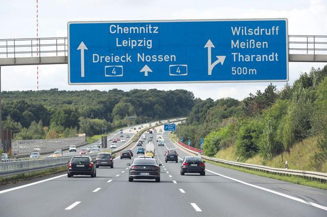 画像: 試乗はアウトバーンと一般道がメイン。フォルクスワーゲンのドレスデン工場での取材を終え、フランクフルトを目指しアウトバーン4号線を西に向かって走る。