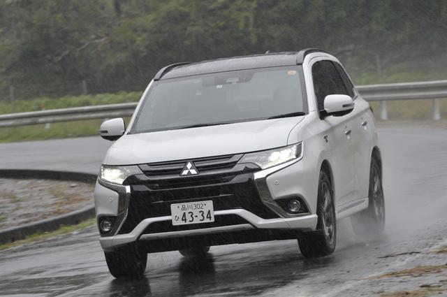 画像: 試乗した日は、あいにくの雨。それでもS-AWC(Super All Wheel Control)により安心の走行ができる。