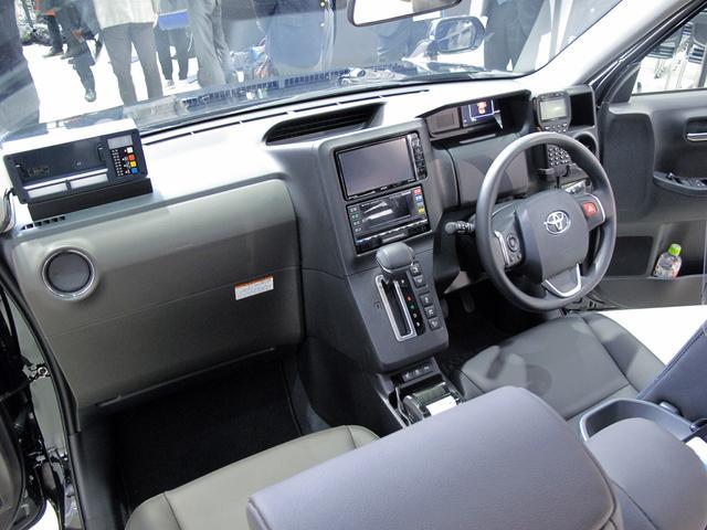 画像: ドライバーの使い勝手を考慮されたためか、思ったよりアナログな操作関連。