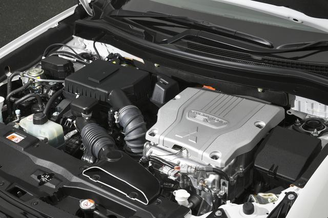 画像: エンジンは2L直4DOHCで118ps/186Nmを発生。レギュラーガソリン仕様でタンク容量は45L。