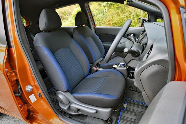 画像: シートやドアトリムのクロスなどは、ブラックアローの専用カラーだ。