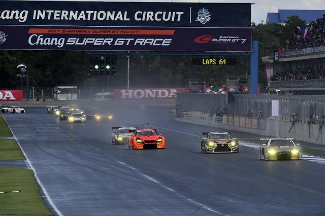 画像: レースは2周のSCランの後リスタート
