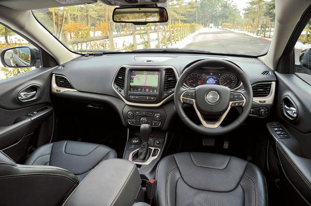 画像: 斬新なデザインを採用したインテリア。セレクテレイン4WDシステムと装備、高い悪路走破性を誇る。