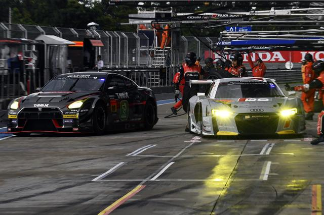 画像: ここまでシリーズ僅か1ポイントの21号車Audi R8がウェットで頭角を現わす