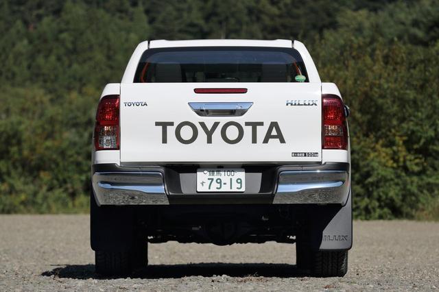画像: 全長 5m超、ホイールベース3m超とどちらも日本車ではかなり長い。最小回転半径は 6.4m。
