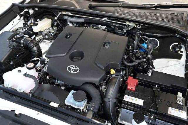 画像: エンジンは最高出力 150ps、最大トルク 40.8kgmの 2.4Lディーゼルターボのみ。これに 6速ATが組み合わされる。