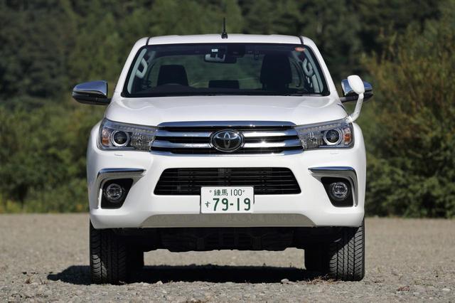 画像1: 全長 5m超、ホイールベース 3m超とどちらも日本車ではかなり長い。最小回転半径は 6.4m。