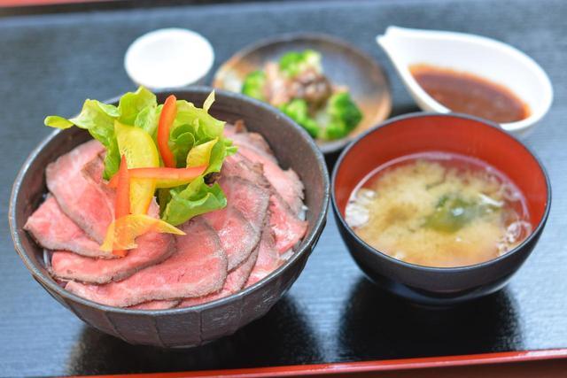 画像: 「発酵熟成肉和牛ローストビーフ丼」(1080円) 発売は11時から20時。