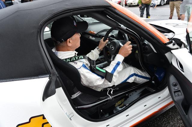 画像: レースにおいて、ドライビングポジションは特にレース前には綿密にシート合わせが行われる。