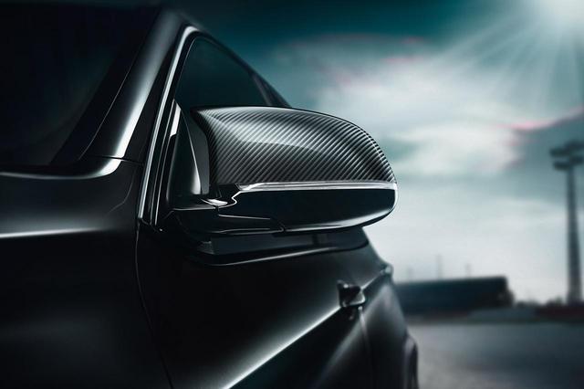 画像: Edition Black Fireのドアミラーカバーはカーボン製。