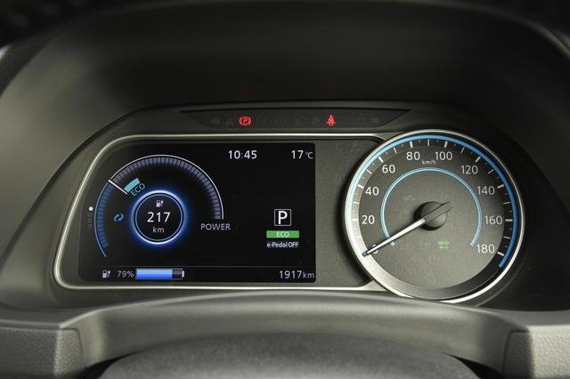 画像: 180km/hスケールの左は「アドバンスドドライブアシストディスプレイ」。この表示はエコゾーンつきパワーメーター。