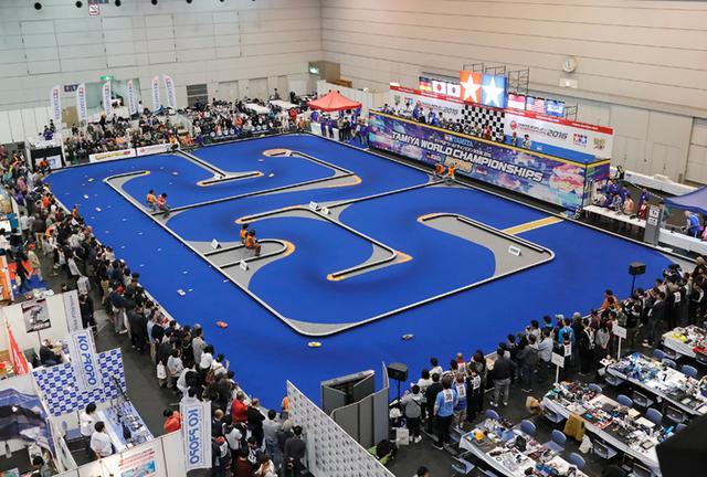 画像: 前回、タミヤフェア2016でのひと幕。ラジコンのワールドチャンピオンシップだ。