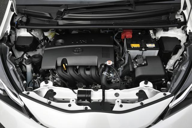画像: GRのエンジンは1.5L自然吸気で、ノーマルのままで変更なし。今回試乗したCVTのほかに、5速MTモデルもある。